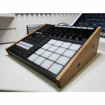 Synths & Wood Solid Oak End Cheeks Stand For Native Instruments Maschine MK3 Controller