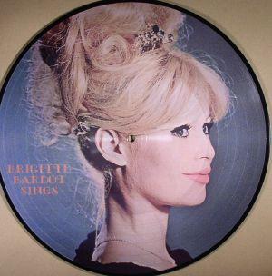 BARDOT, Brigitte - Sings