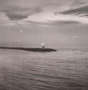 DAKOTA SUITE/VAMPILLIA - The Sea Is Never Full