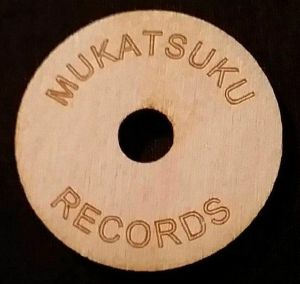 Mukatsuku Wooden 45 Adaptor (wooden adaptor for dinked 7 inch singles with name lazer etched on front) (Juno exclusive)
