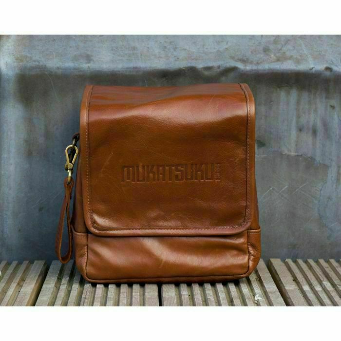 MUKATSUKU - Mukatsuku Records Are Our Friends Leather 7 Inch 45 Vinyl Record Bag Version 2 (vintage soft brown leather, holds up to 80 x 7'' singles) (Juno Exclusive)