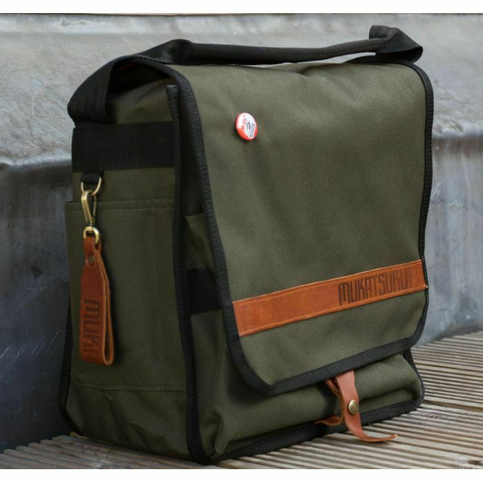 MUKATSUKU - Mukatsuku Bespoke Olive Green 12 inch Foldable Backpack Record Bag (olive green with vintage leather embossed flap, holds up to 50 X 12'' records) (Juno Exclusive)