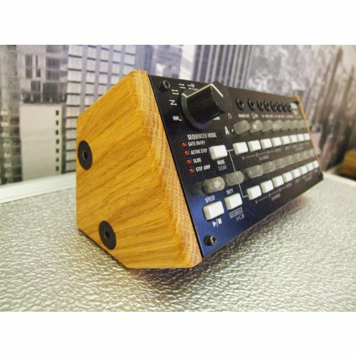 SYNTHS & WOOD - Synths & Wood Solid Oak End Cheeks Stand For Korg SQ1 Sequencer
