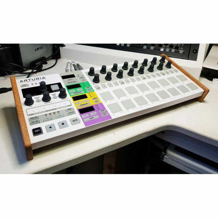 SYNTHS & WOOD - Synths & Wood Solid Oak End Cheeks Stand For Arturia Beatstep Pro Controller