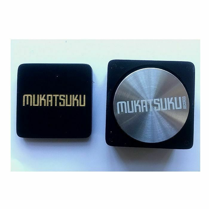 MUKATSUKU - Mukatsuku Font Name Design Disk Stabilizer/Record Weight Stabilizer (510 gram) Plus Black & Gold Font Name Wooden Stabiliser Box